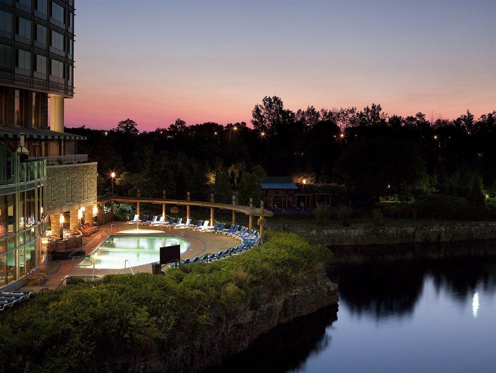 Top 10 les plus belles piscines d h tel du qu bec for Les plus belle piscine