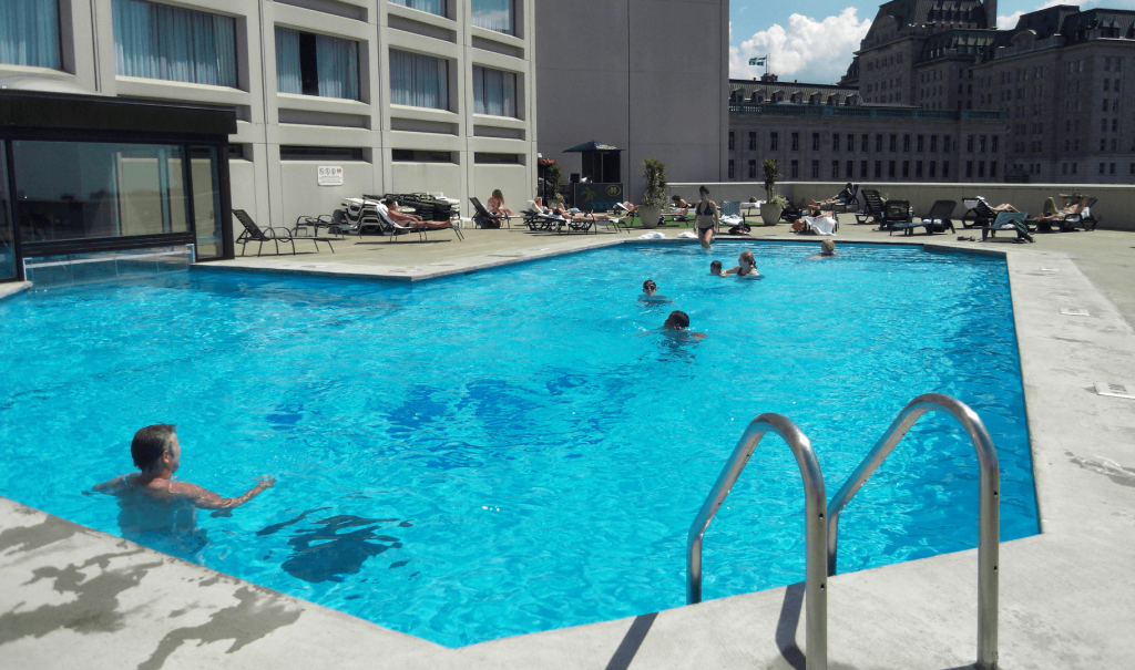 Top 10 les plus belles piscines d h tel du qu bec for Piscine radiant quebec